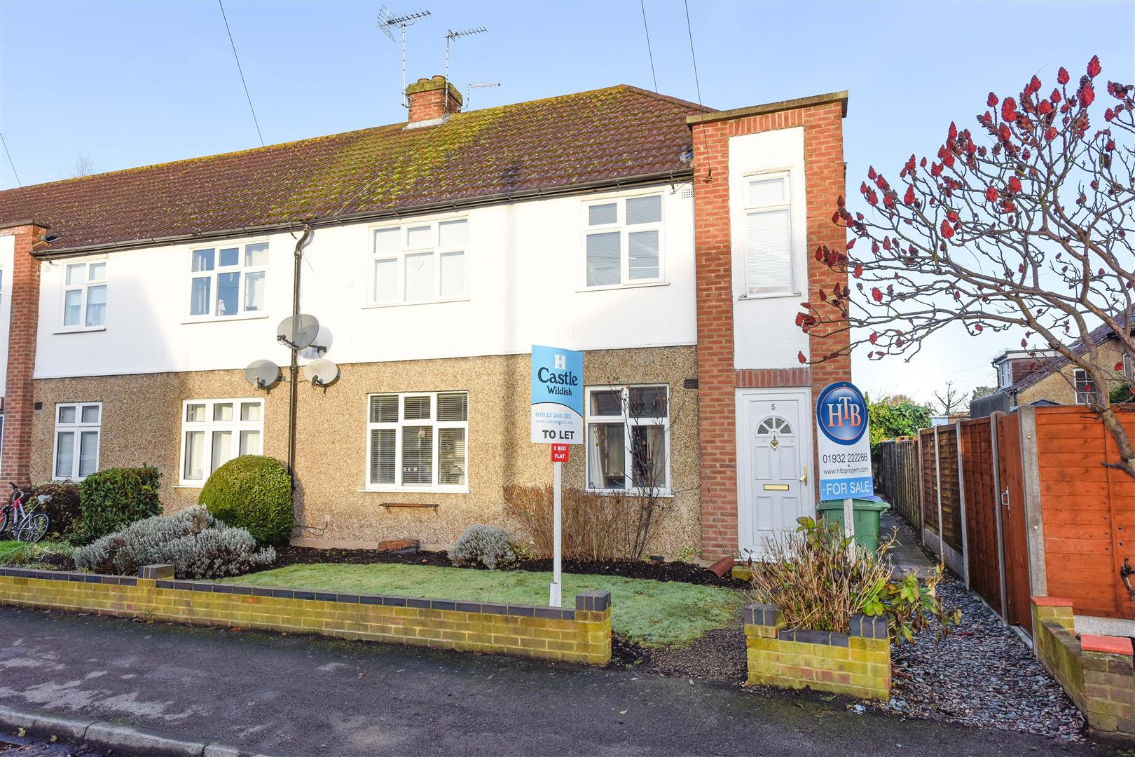 2 Bedrooms Flat for sale in Dallington Close, Hersham, Walton-On-Thames